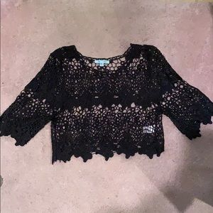 Crotchet black crop 3/4 arm shirt